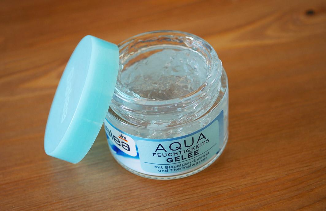 Balea Aqua Feuchtigkeits-Gelée auf Holzgrund